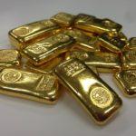 Komodity padají, investice táhne zlato