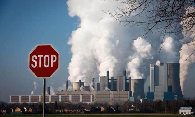 Banky přijímají etická pravidla. Chtějí omezit podporu fosilnímu průmyslu.