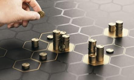 Fidelity: komoditní akcie VS. akcie technologických firem
