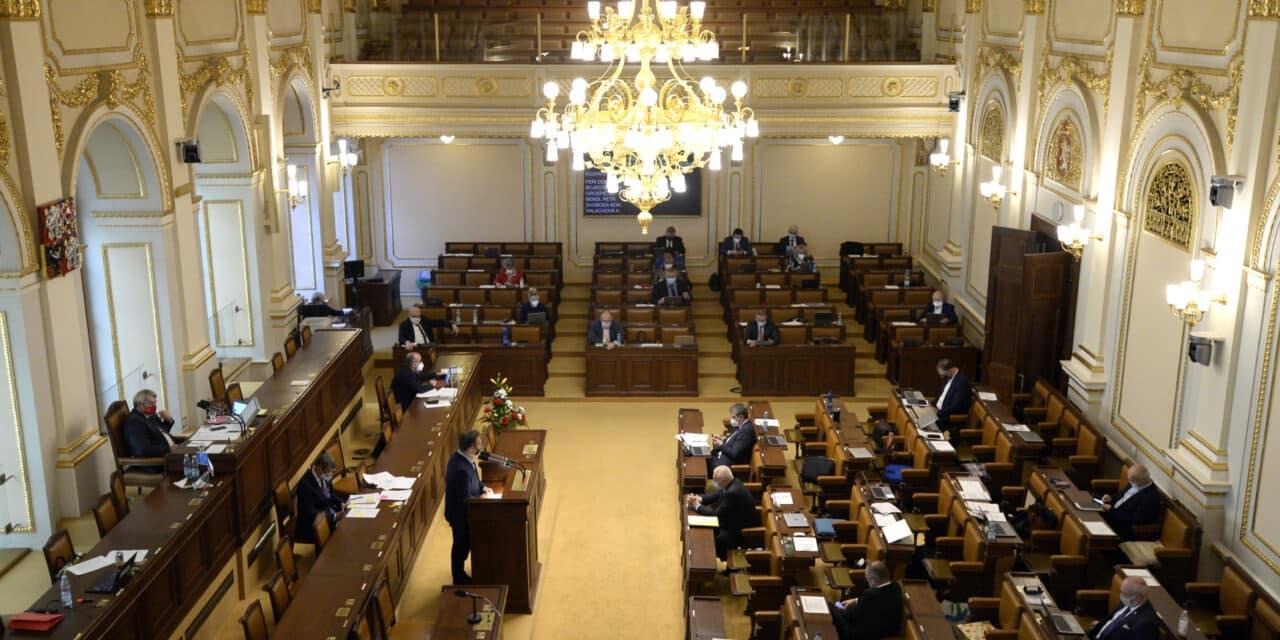 Poslanci schválili Senátem upravený návrh novely POZE